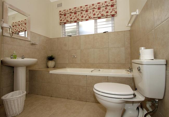 The House bathroom 1