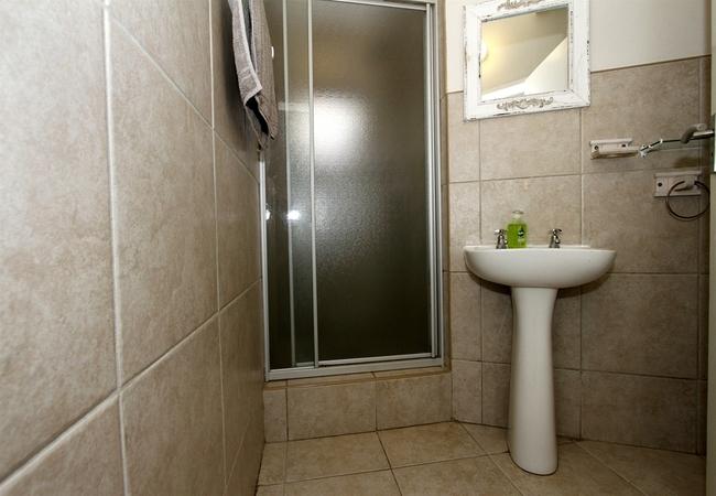 The House bathroom 2