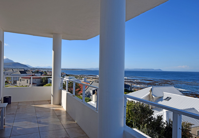 Three Bedroom Apartment with Sea View