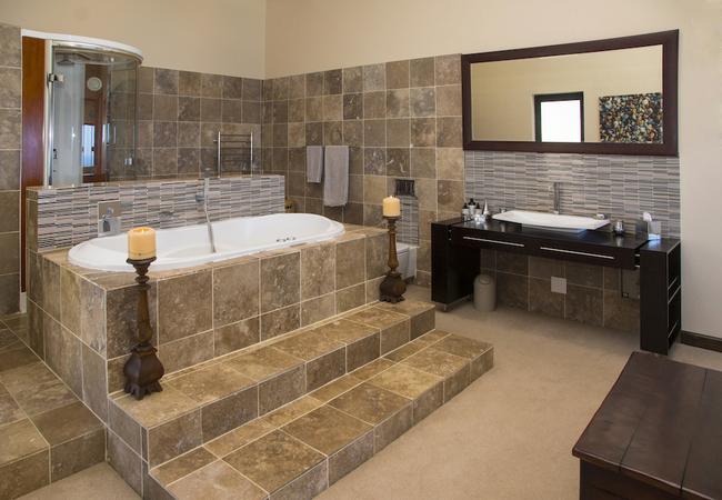 Main bathroom - Beluga