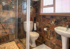 En-suite bathroom Unit 1