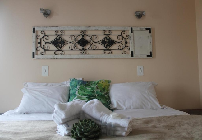 Chalet C - Meerkat King Rooms