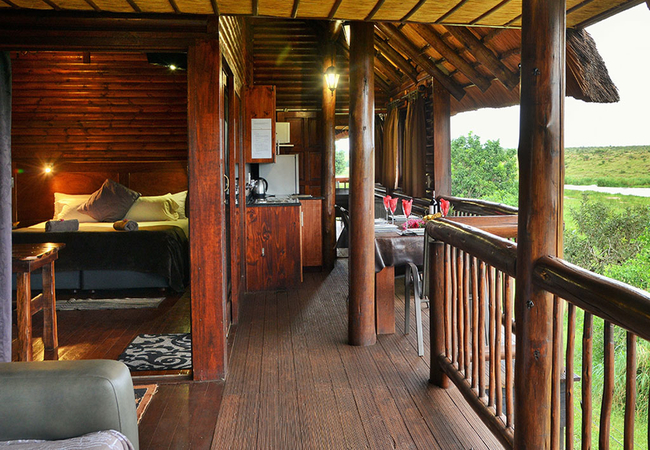 BATELEUR Eagle Luxury Cabin