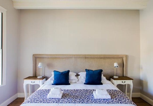 Room 9 : Deluxe King Room