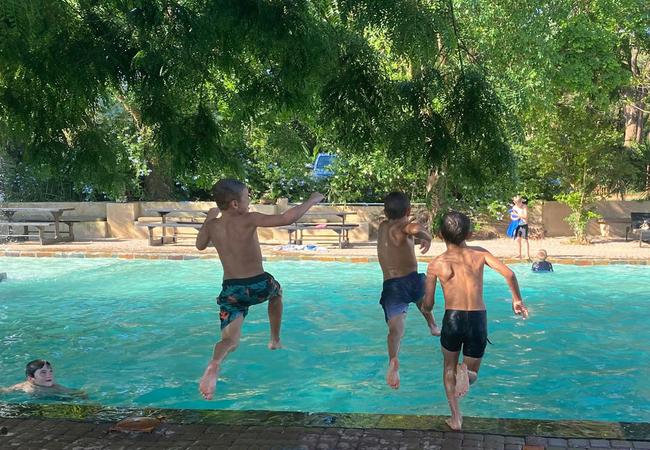 Swimming pool - Kids Jump