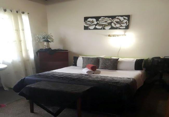 Ensuite room - Queen size bed