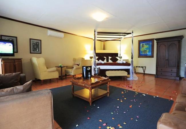 Large Honeymoon Suite