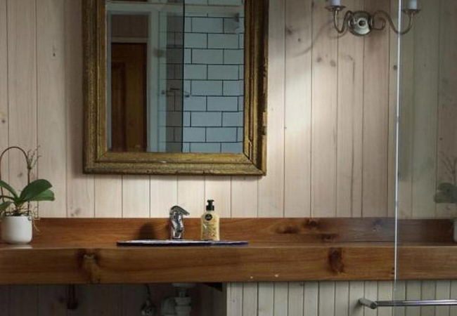 Forest View bathroom