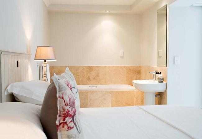 Palm Suite V - Open Bath