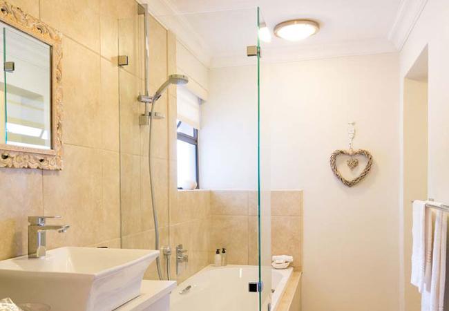 Palm Suite Vl Bathroom