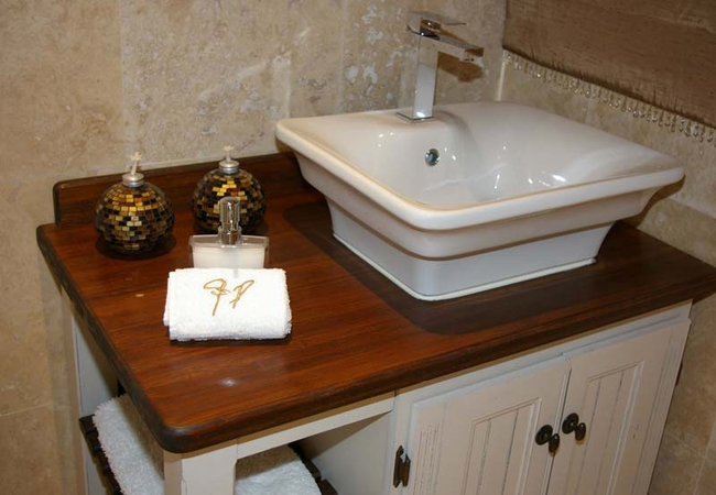 Deluxe Palm lV Bathroom