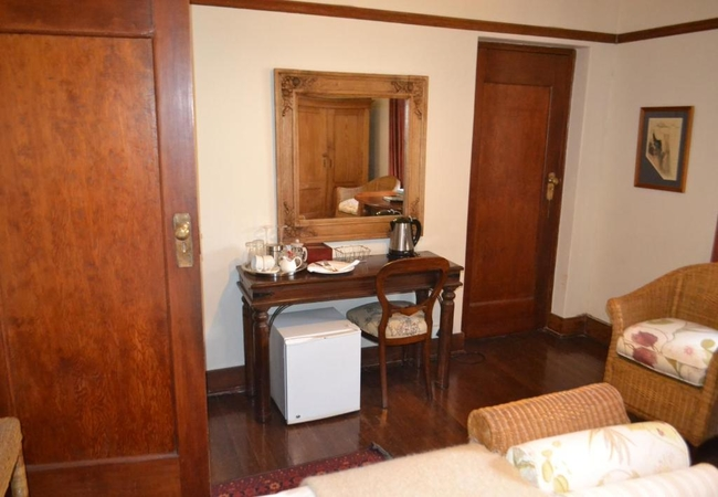 Pearl Oates Suite