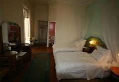 Twin Garden Room 05