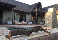 Giraffe Lodge