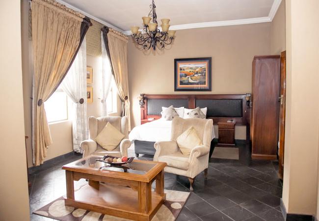 Luxury/Honeymoon Suite