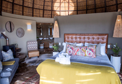 Kwena Honeymoon suite