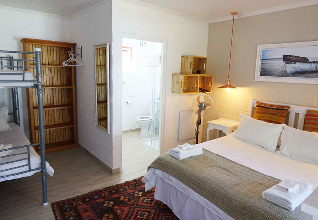 Semi self-catering rooms with a pool view