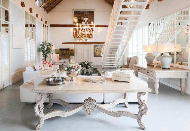 Romantic Cottage Lounge