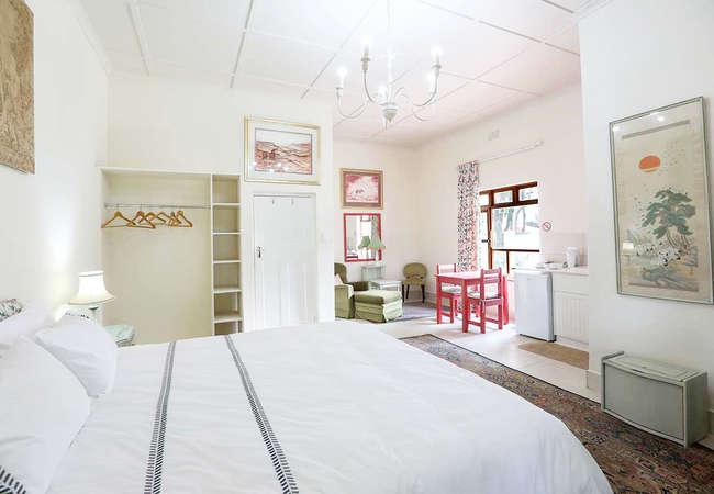 King Bed En-Suite Shower and Bidet