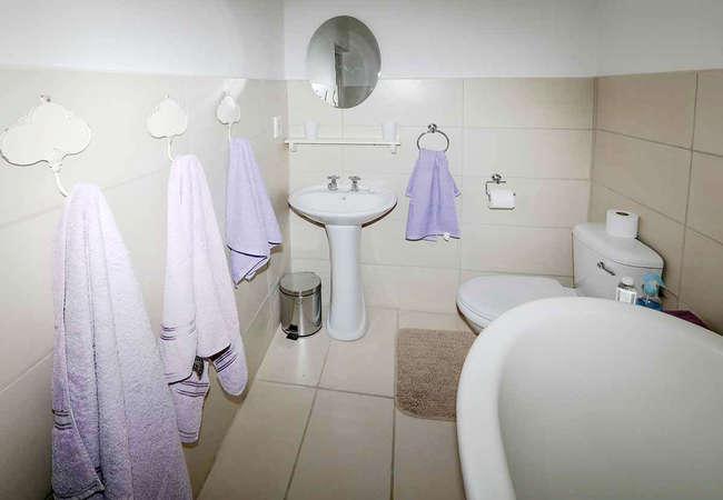 King Bed En-Suite Shower