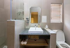 Deluxe Rooms - Bathrooms