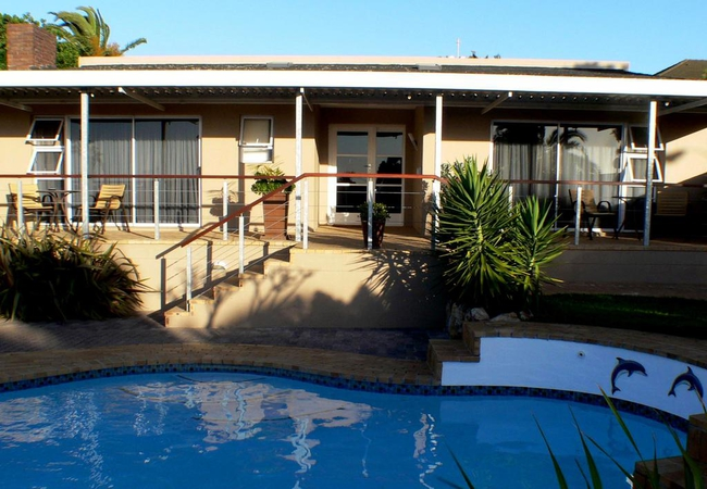 Shared swimming pool house 2