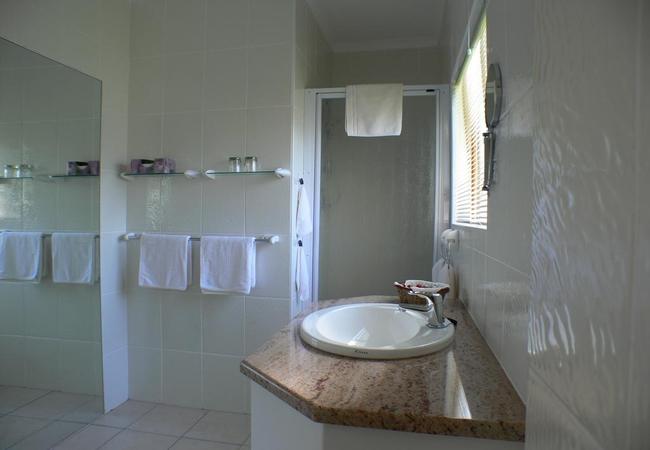 Bathroom (Superior room)