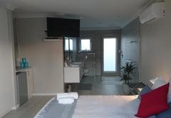 Suite 1 - Queen bed