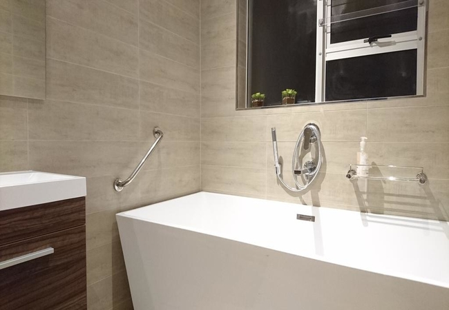 Suite 2 - shared bathroom