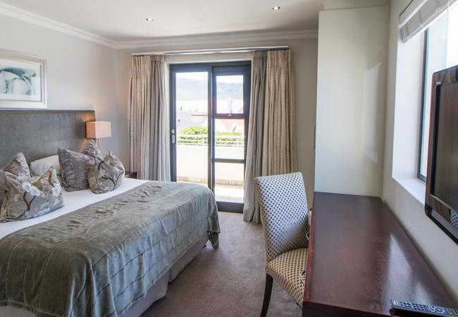 Harbour Square Luxury Suite