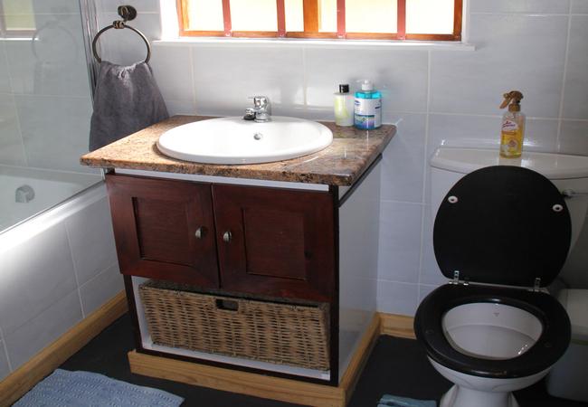 Captains Cottage bathroom