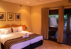 Hotel Numbi and Garden Suites