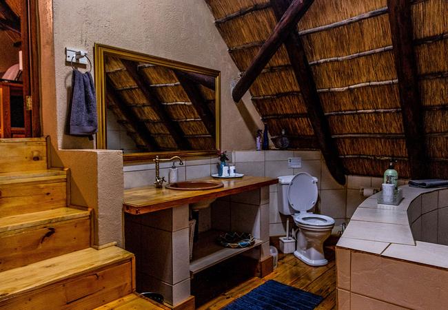 Inyoka Cabin bathroom