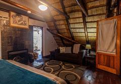 Ingwe Cabin bathroom