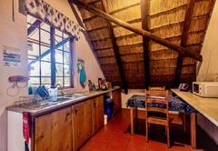 Ingwe Cabin kitchen
