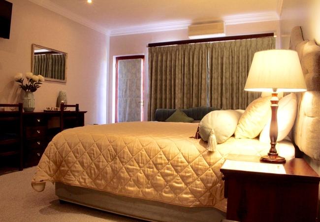 King Sea View Lodge Room