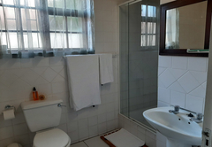 Double/Twin room ensuite Shower and Bath
