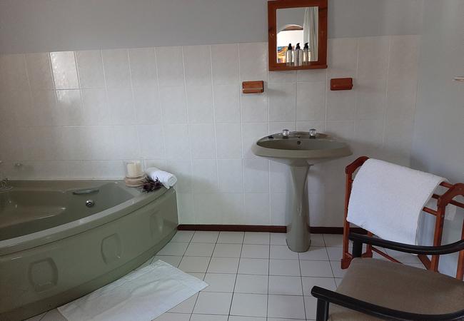 Room 4 - Honeymoon Suite