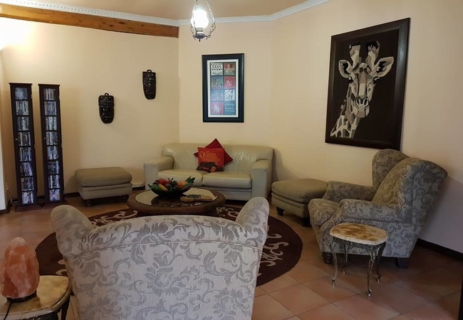 Ipe Tombe Guest Lodge