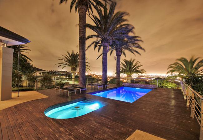 Pool & Jacuzzi deck