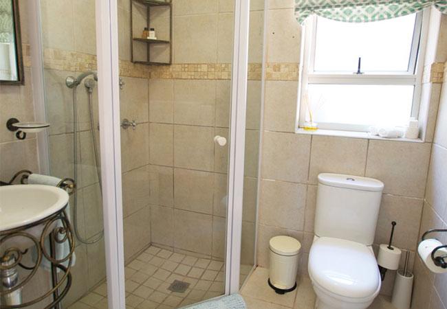 En-suite bathroom Unit 2