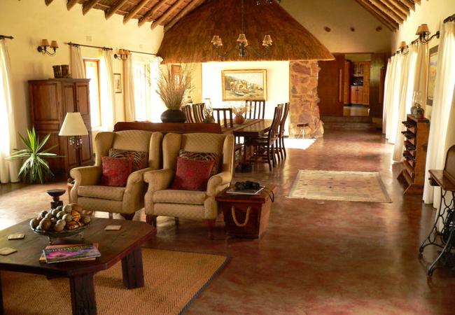 Izintaba Lodge lounge