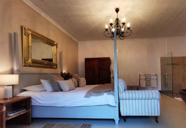 Superior Suite 10 bathroom