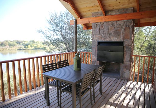 Two-Sleeper Log Cabin