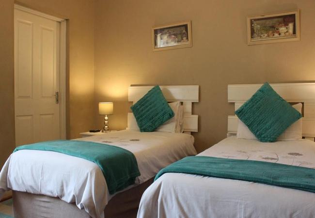 Twin Beds En Suite