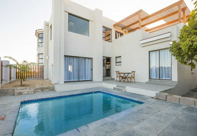 PrivatePool w/sunloungers