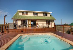 Pool & BBQ with Sea Views