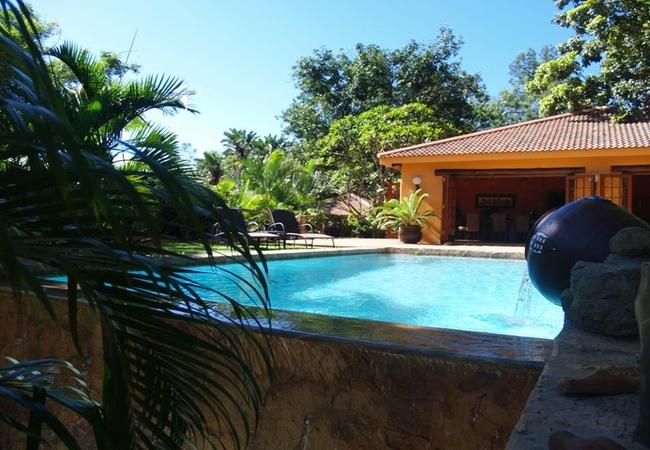 Rim flow swimming pool