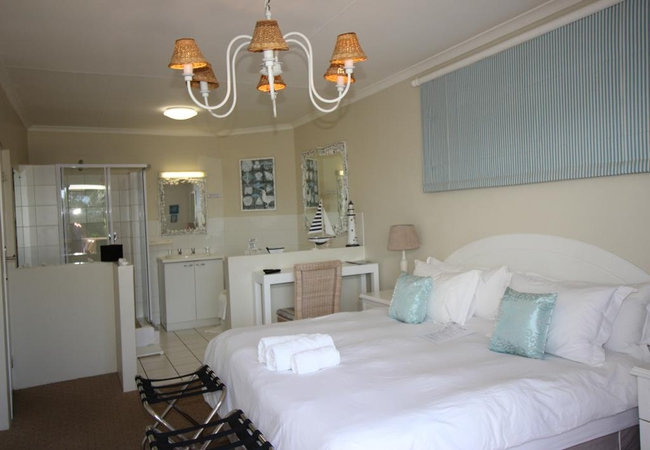 Huge Deluxe Room with little kitchenette