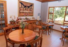 Breakfast / dining area